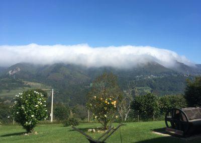 Niebla cubre montañas frente a BV